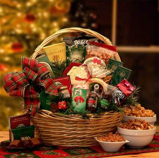 Holiday Celebrations Holiday Gift Basket Medium
